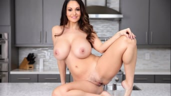 Ava Addams in 'My Stepmom Is My Valentine'